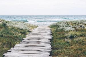 Objetivo: Camino de madera hacia la playa